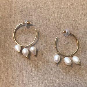 Stella & Dot Natrella pearl hoops